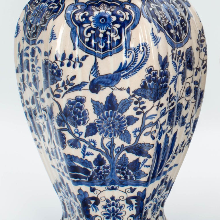 Pair of Early 18th Century Blue and White Delft Jars For Sale 5