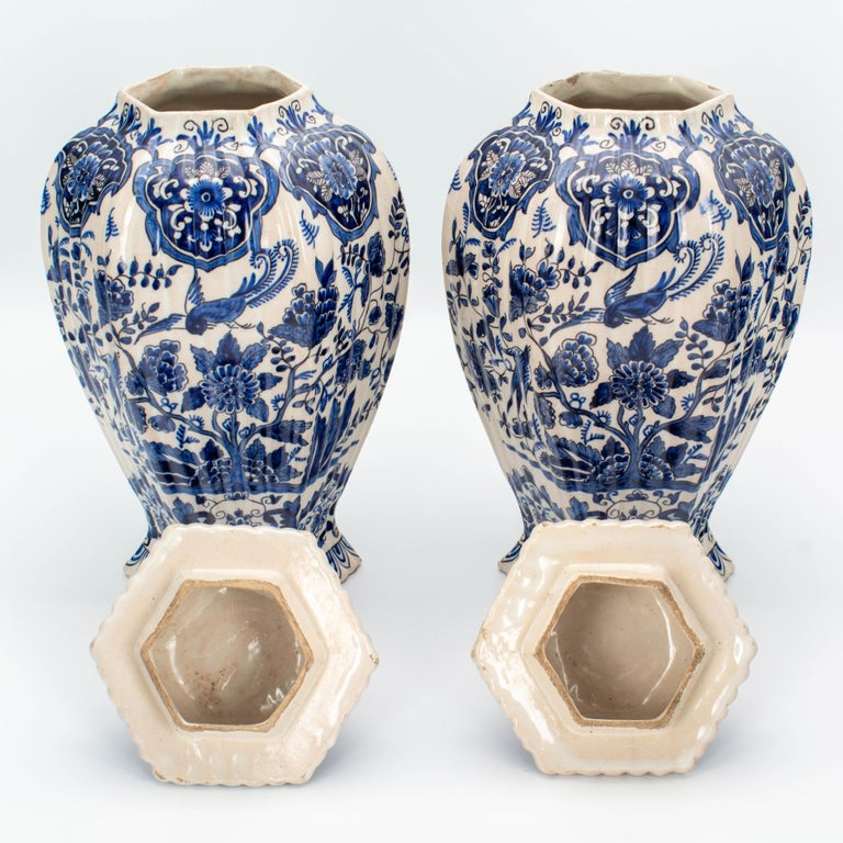 Pair of Early 18th Century Blue and White Delft Jars For Sale 6