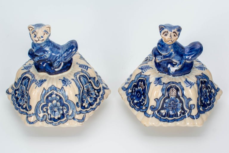 Pair of Early 18th Century Blue and White Delft Jars For Sale 7