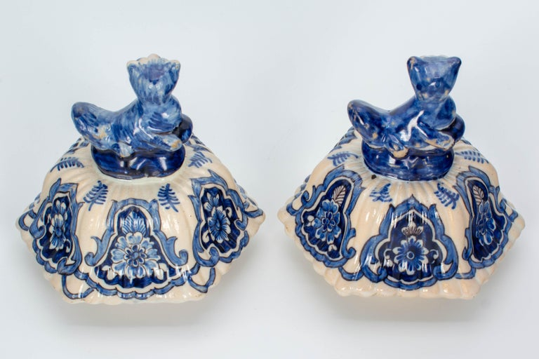 Pair of Early 18th Century Blue and White Delft Jars For Sale 8