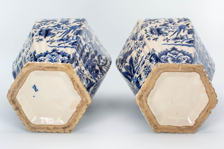 Pair of Early 18th Century Blue and White Delft Jars For Sale 9