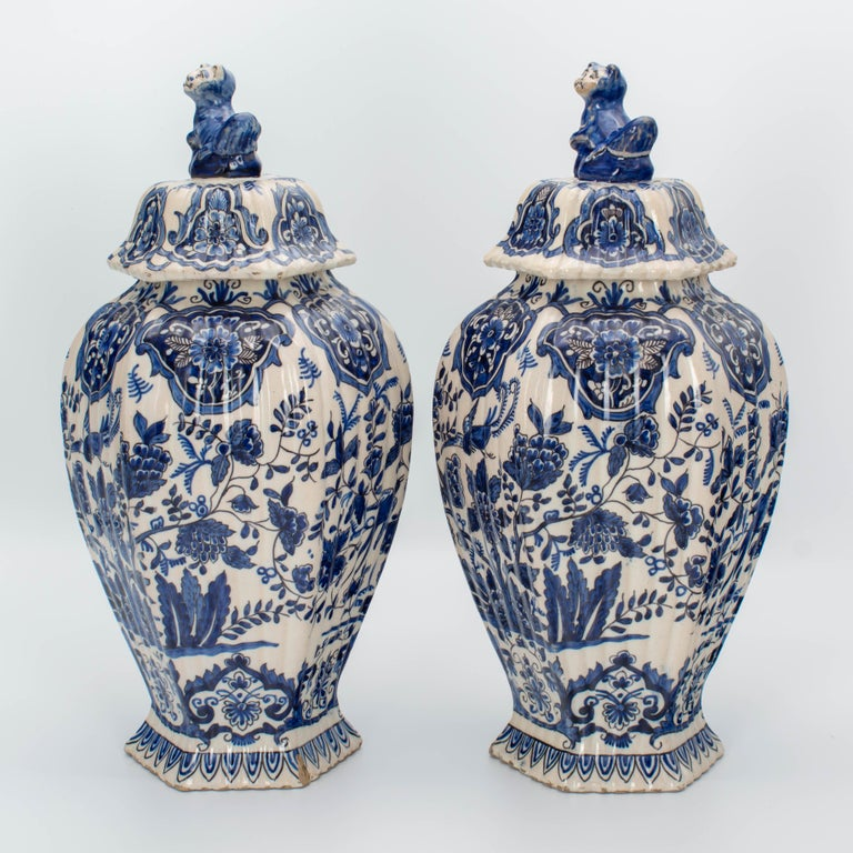 Chinoiserie Pair of Early 18th Century Blue and White Delft Jars For Sale