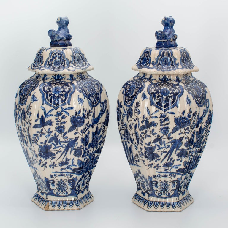 Dutch Pair of Early 18th Century Blue and White Delft Jars For Sale