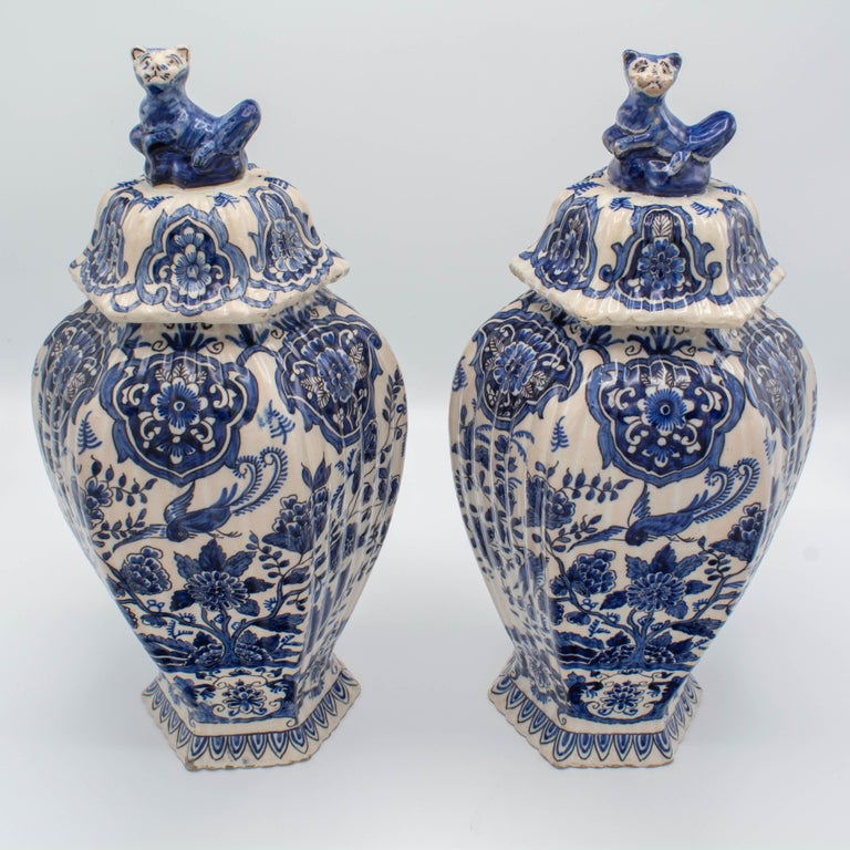 Pair of Early 18th Century Blue and White Delft Jars For Sale 1