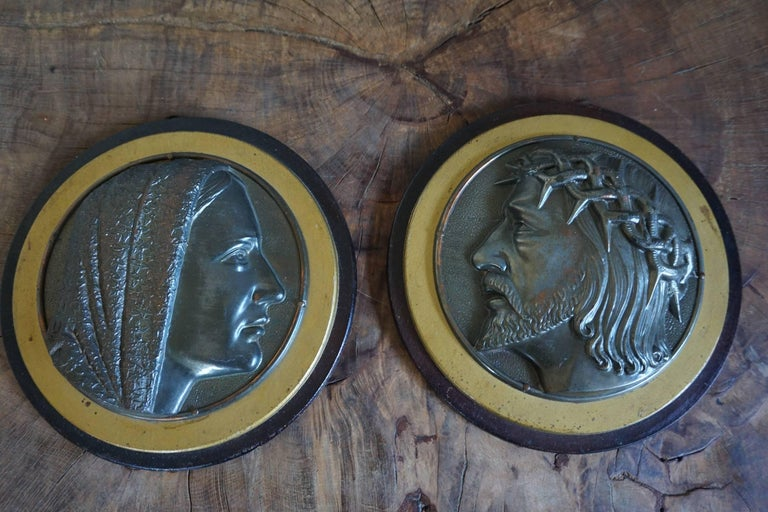 Pair of Early 1900s Brass & Wood Christ & Maria Circular Wall Plaque Sculptures For Sale 4
