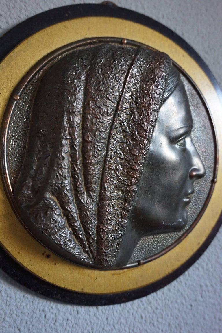 European Pair of Early 1900s Brass & Wood Christ & Maria Circular Wall Plaque Sculptures For Sale