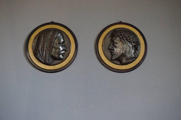 20th Century Pair of Early 1900s Brass & Wood Christ & Maria Circular Wall Plaque Sculptures For Sale