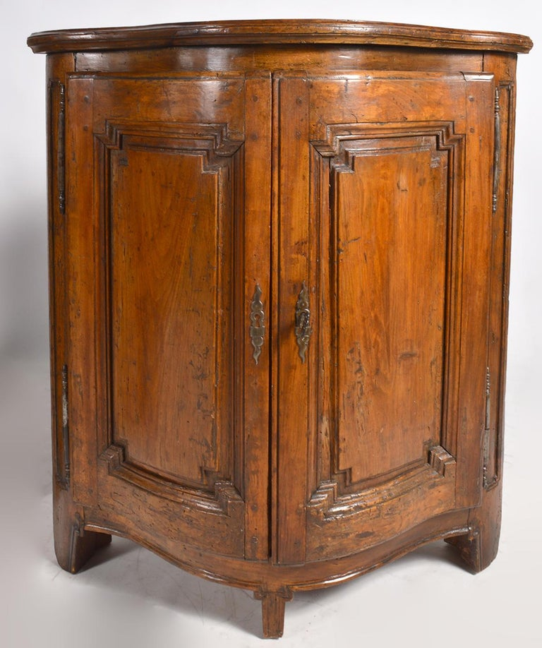 Pair of Early 19th Century Carved French Provincial Serpentine Corner Cabinets 3