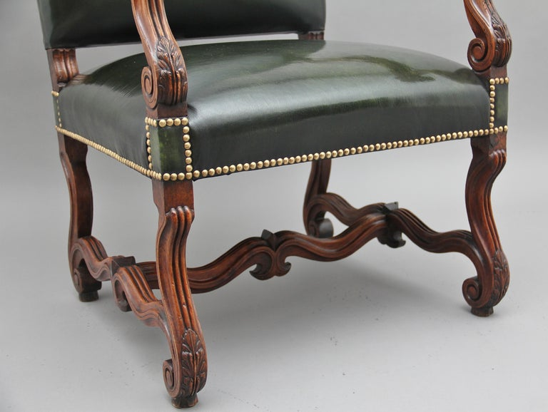 Pair of Early 19th Century Carved Walnut Armchairs For Sale 9
