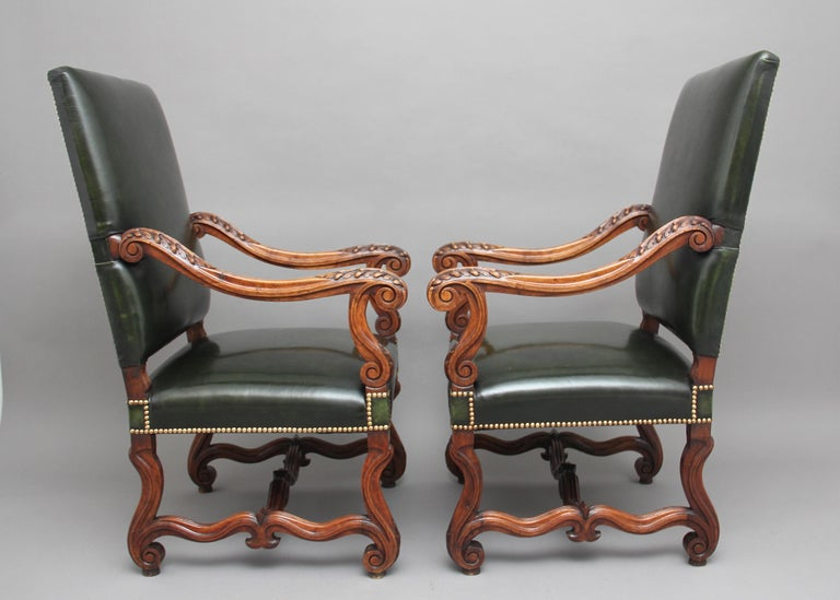 French Pair of Early 19th Century Carved Walnut Armchairs For Sale