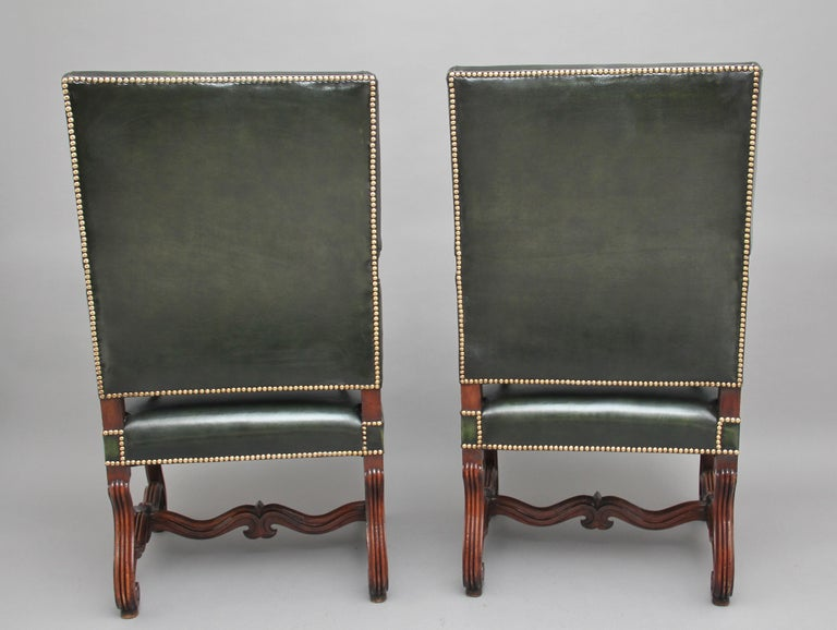 Pair of Early 19th Century Carved Walnut Armchairs In Good Condition For Sale In Martlesham, GB