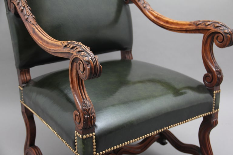 Pair of Early 19th Century Carved Walnut Armchairs For Sale 2
