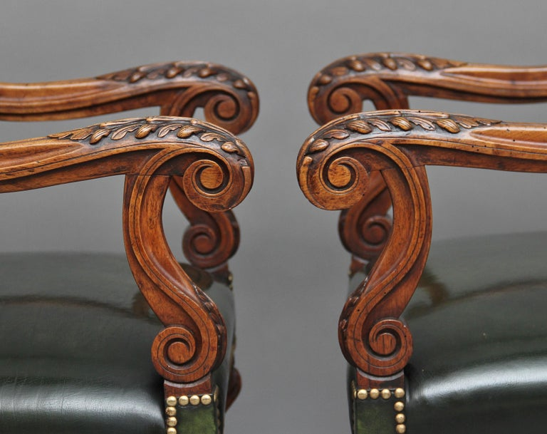 Pair of Early 19th Century Carved Walnut Armchairs For Sale 4