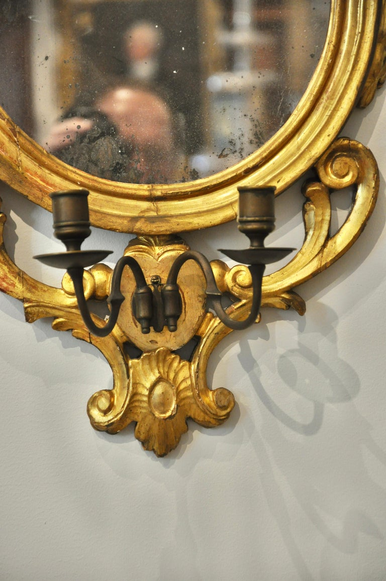 Pair of Early 19th Century Continental Neoclassical Giltwood Sconce Mirrors For Sale 2