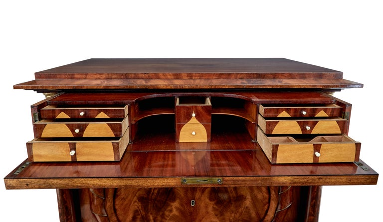 Pair of Early 19th Century Mahogany Biedermeier Secretaire Commodes For Sale 6