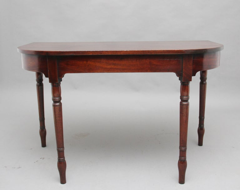 Pair of Early 19th Century Mahogany Console Tables For Sale 1