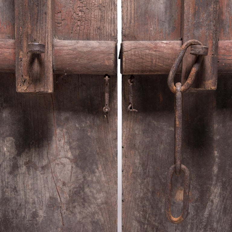 Pair of Early 20th Century Chinese Courtyard Doors For Sale 3