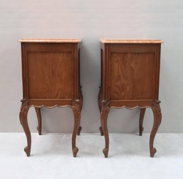 European Pair of Early 20th Century Continental Oak Bedside Cabinets with Marble Tops For Sale