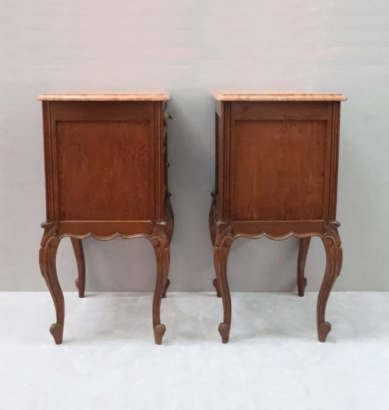 Pair of Early 20th Century Continental Oak Bedside Cabinets with Marble Tops In Good Condition For Sale In Macclesfield, GB