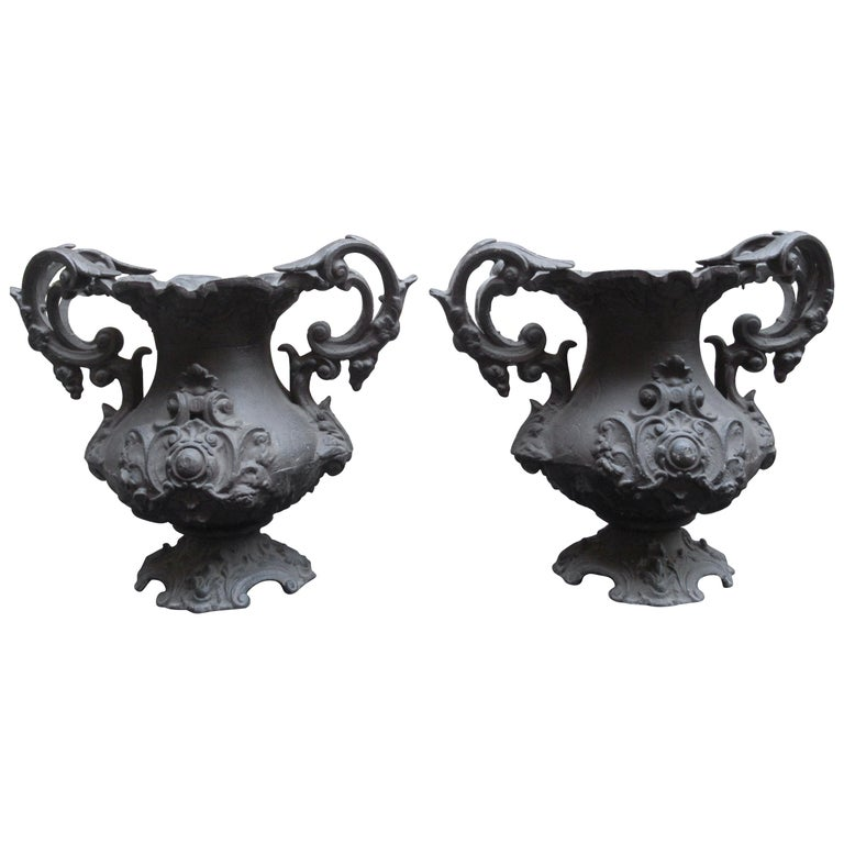 Pair of Early 20th Century Decorative Cast Iron Urns For Sale