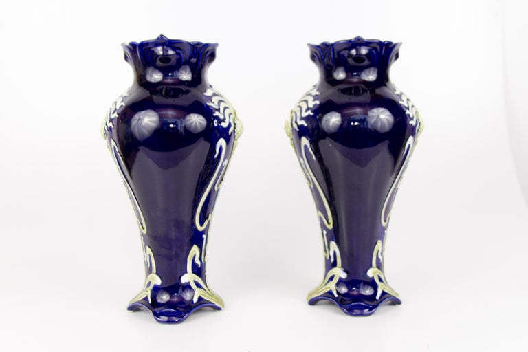 Pair of Early 20th Century French Art Nouveau Vases by J. Bernard De Bruyne In Good Condition For Sale In Barntrup, DE