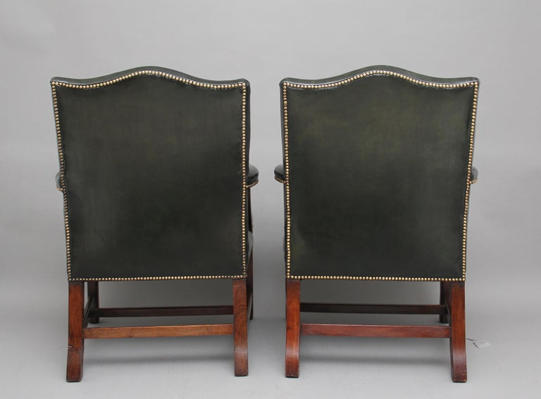 Pair of Early 20th Century Gainsborough Armchairs In Good Condition For Sale In Martlesham, GB