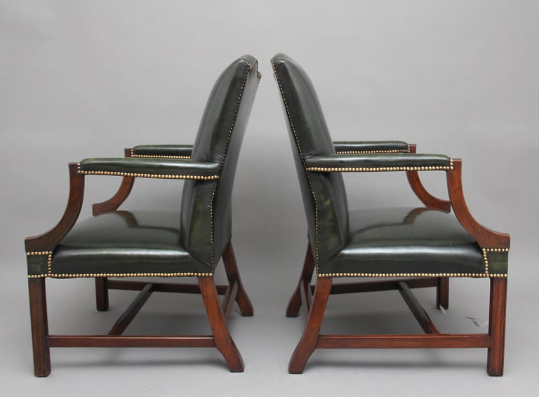 Mahogany Pair of Early 20th Century Gainsborough Armchairs For Sale