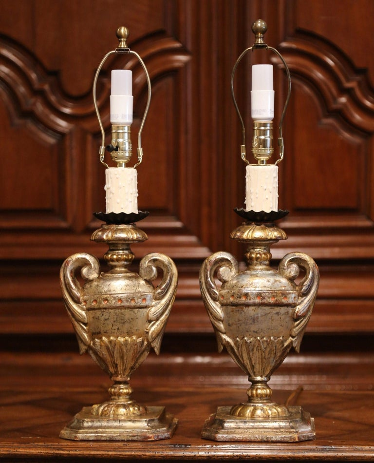 Neoclassical Pair of Early 20th Century Italian Carved Patinated Silver and Gilt Table Lamps For Sale