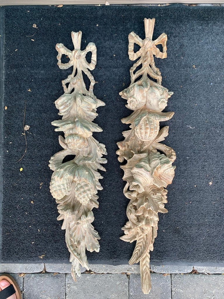 Hand-Carved Pair of Early 20th Century Italian Palladio Hand Carved Wooden Wall Appliques For Sale