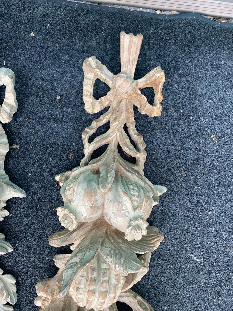 Pair of Early 20th Century Italian Palladio Hand Carved Wooden Wall Appliques For Sale 2