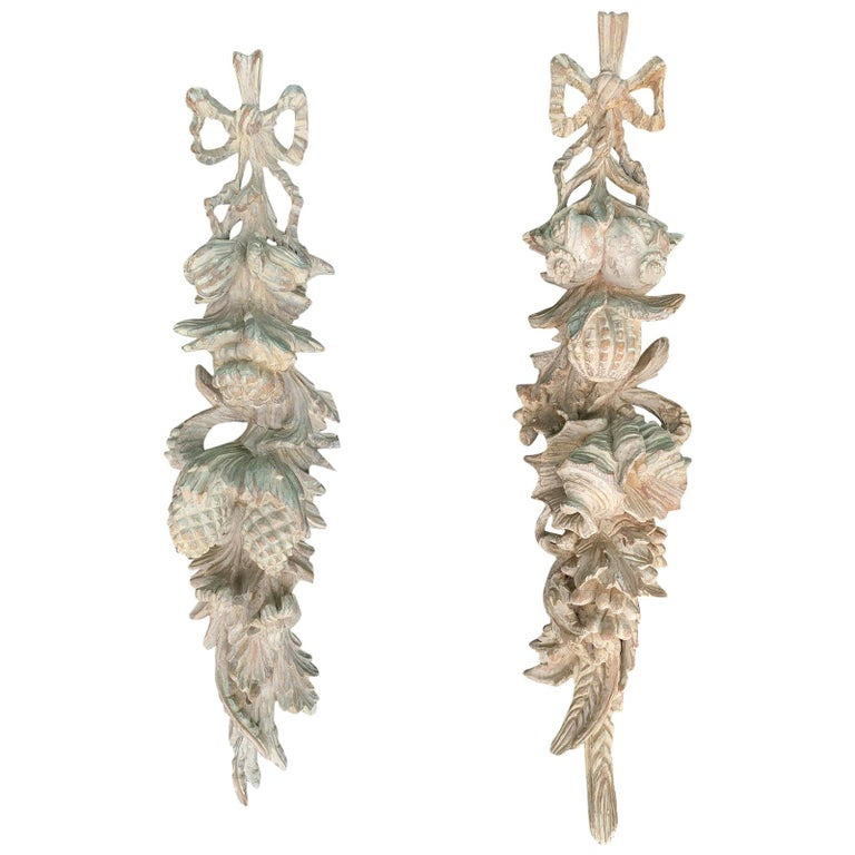 Pair of Early 20th Century Italian Palladio Hand Carved Wooden Wall Appliques For Sale