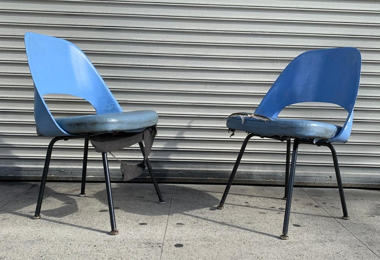 Eero Saarinen chair, model 72 P*PSB Knoll Associates USA, 1948 Molded fiberglass, enameled steel, vinyl  Measurements: 21.5 inches wide x 21 inches deep x 31 inches high x 18 inches seat height. The chairs retain the original Knoll Labels.