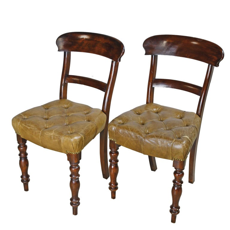 Mid-19th Century Pair of Early Victorian Mahogany Chairs with Leather Upholstery, England For Sale