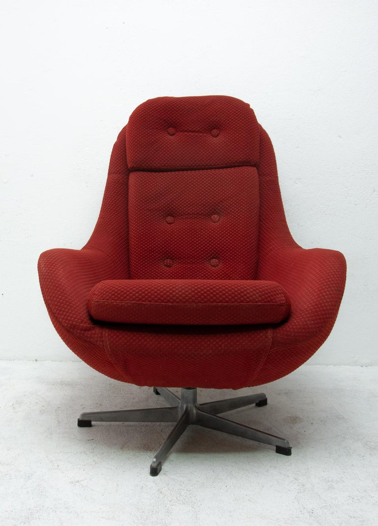 Late 20th Century Pair of Eastern Bloc Eggs Swivel Armchairs, Czechoslovakia, 1970s For Sale