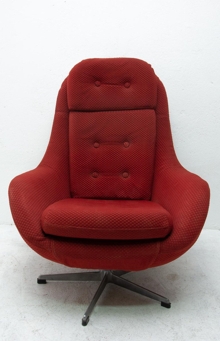 Upholstery Pair of Eastern Bloc Eggs Swivel Armchairs, Czechoslovakia, 1970s For Sale