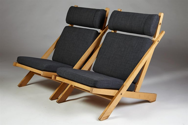 Oak, flag line and wool upholstery.  Measures: H 90 cm/ 35 1/2
