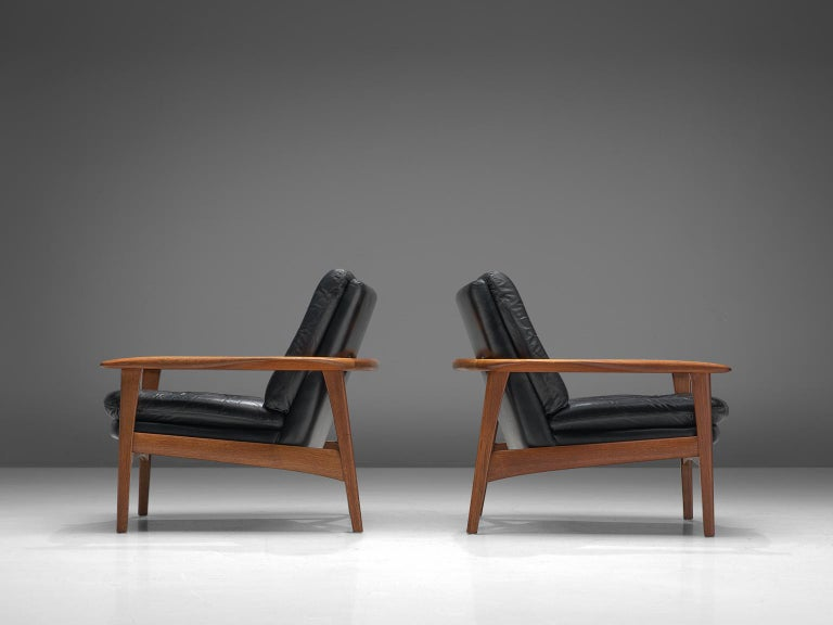Scandinavian Modern Pair of Easy Chairs in Black Leather and Teak, Denmark, 1960s For Sale