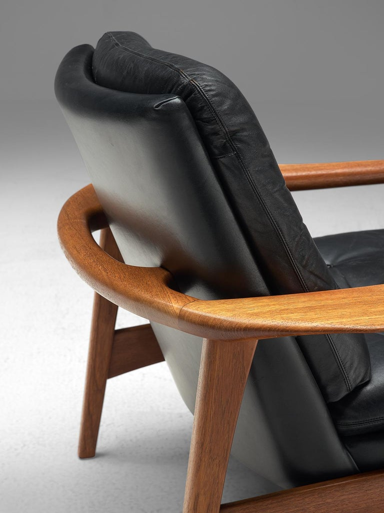 Pair of Easy Chairs in Black Leather and Teak, Denmark, 1960s In Good Condition For Sale In Waalwijk, NL