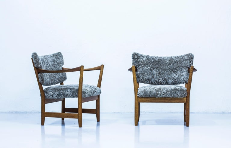 Scandinavian Modern Pair of Easy Chairs with Sheepskin by Fredrik Kayser & Adolf Relling, Norway For Sale
