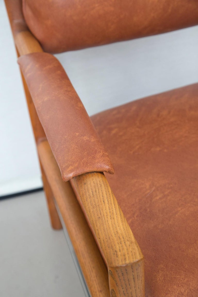 Pair of Ed Wormley for Dunbar Brown Leather Chairs In Good Condition For Sale In Norwalk, CT