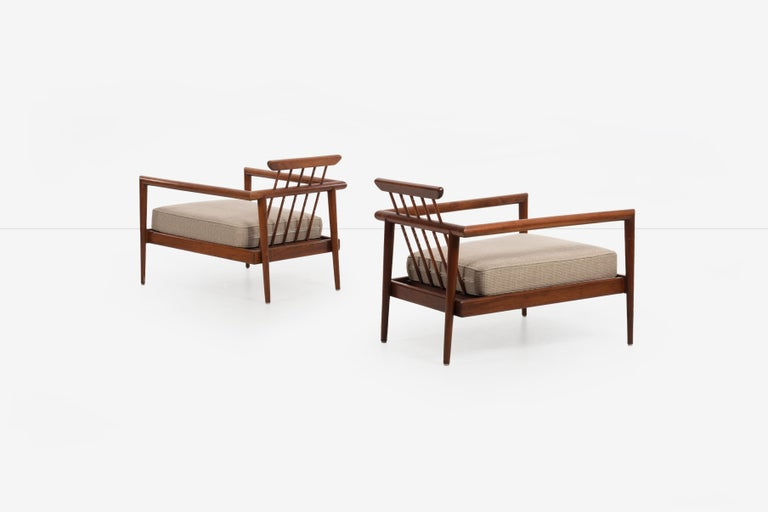 Pair of Edmond Spence Lounge Chairs In Good Condition In Chicago, IL
