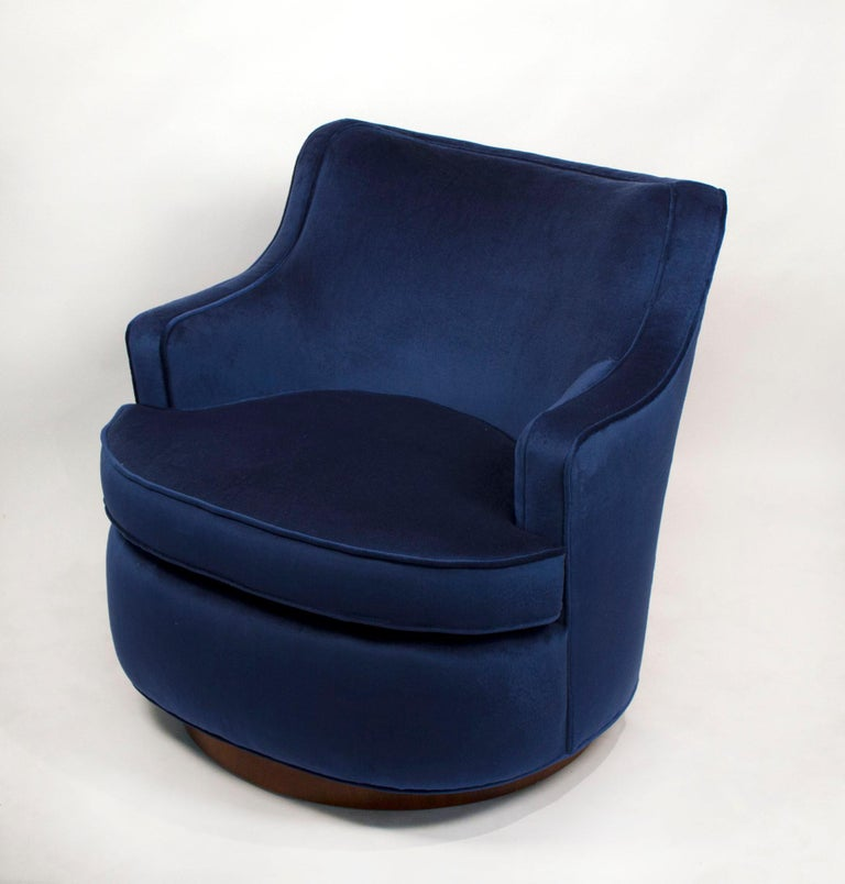 Mid-Century Modern Pair of Edward Wormley Swivel Chairs for Dunbar in Blue Velvet For Sale