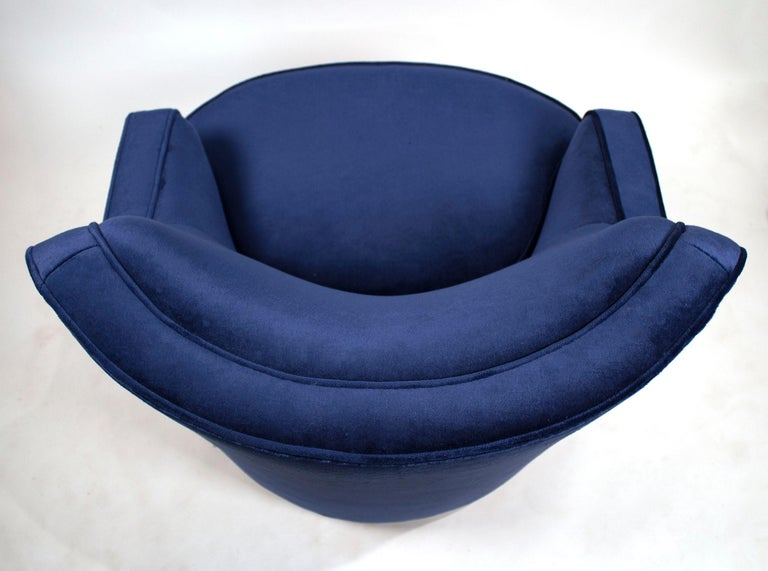 American Pair of Edward Wormley Swivel Chairs for Dunbar in Blue Velvet For Sale