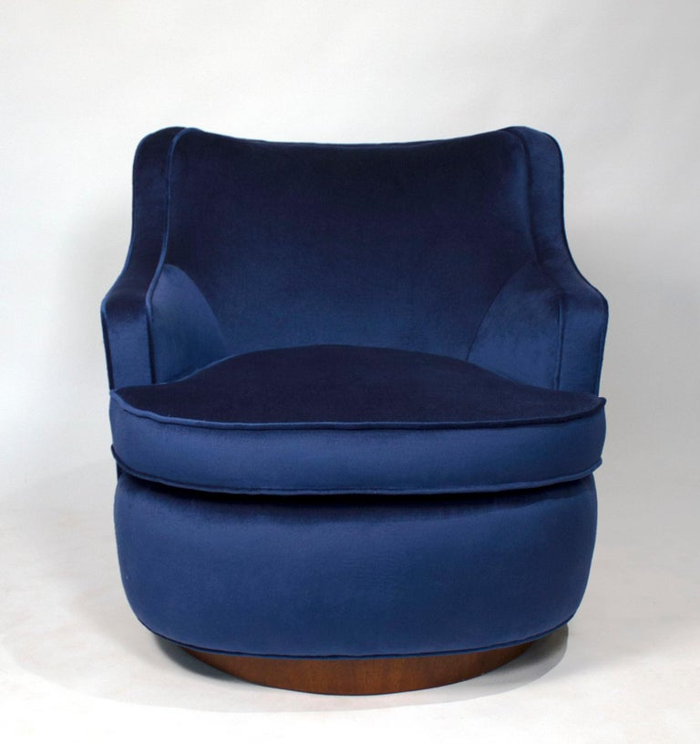 20th Century Pair of Edward Wormley Swivel Chairs for Dunbar in Blue Velvet For Sale