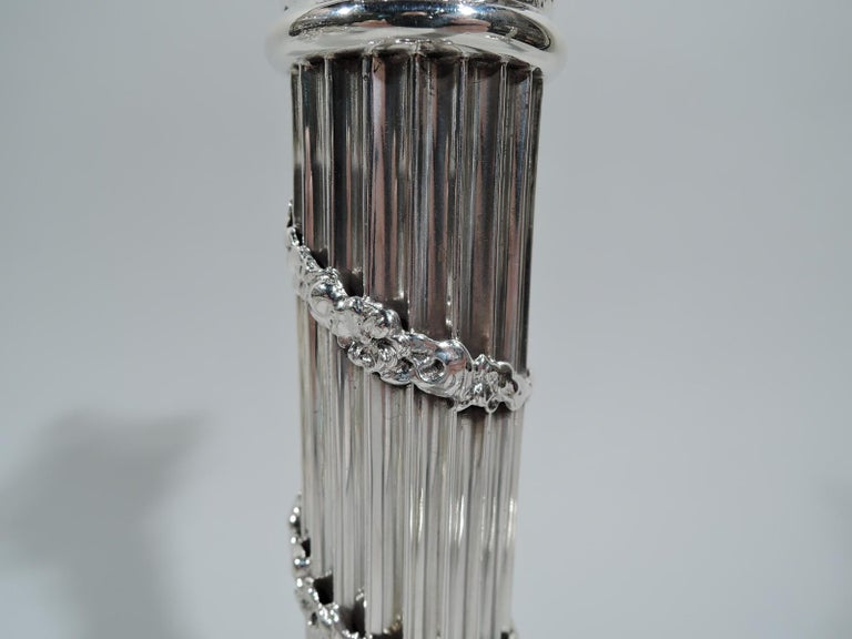 Pair of Edwardian Neoclassical Sterling Silver Column Candlesticks In Excellent Condition For Sale In New York, NY