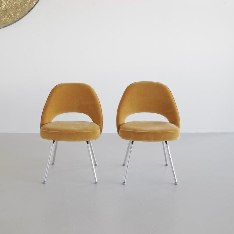 Mid-Century Modern Pair of Eero Saarinen Conference Chairs, Knoll International For Sale