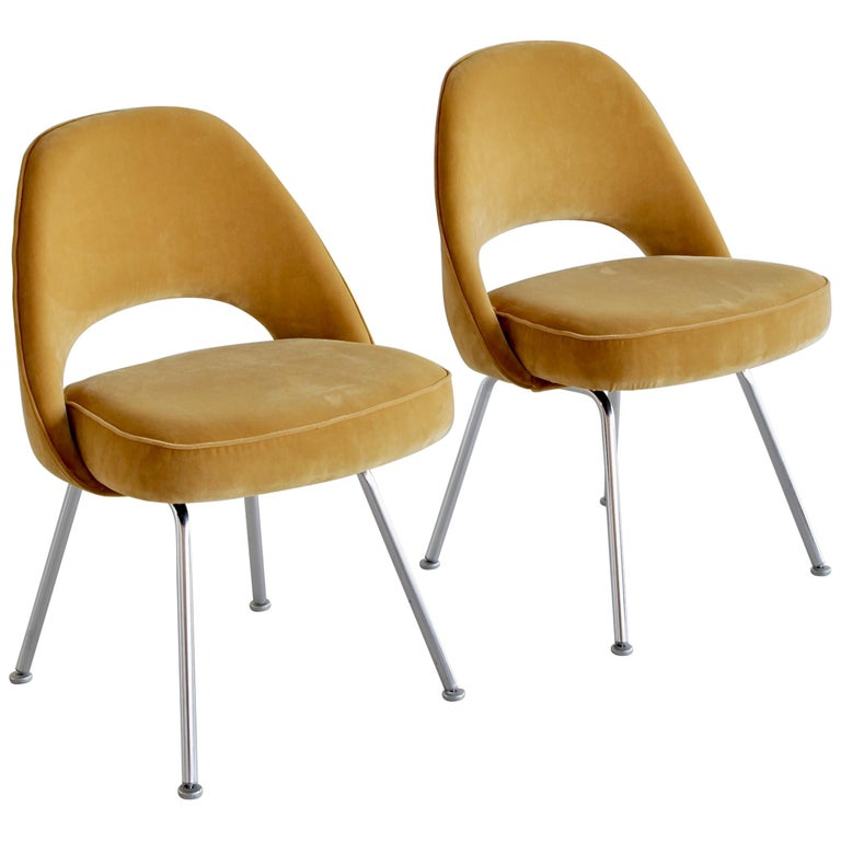 Pair of Eero Saarinen Conference Chairs, Knoll International For Sale