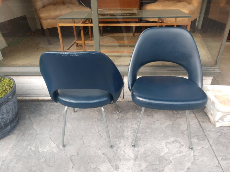 Pair of Eero Saarinen Executive Side Chairs In Good Condition For Sale In Port Jervis, NY