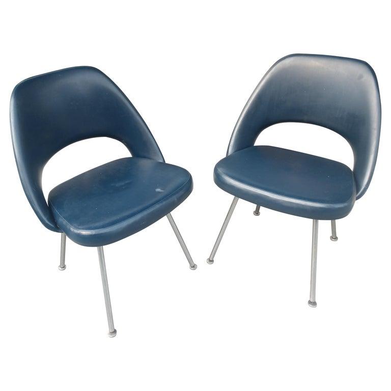 Pair of Eero Saarinen Executive Side Chairs For Sale