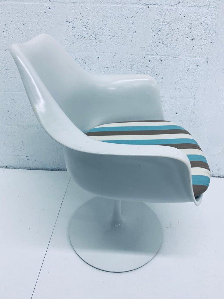 "Pair of Eero Saarinen ""Tulip"" Swivel Arm Chairs for Knoll, 1950s For Sale 4"